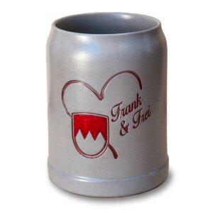 FRANK und FREI Wappen-Bierkrug mit Salzglasur und Prägung
