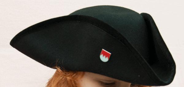 Dreispitz in schwarz mit Franken-Pin